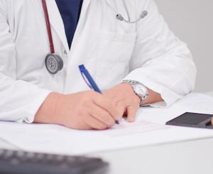 Durchführung von Behandlungen als Teil unserer Hausarzt-Leistungen.