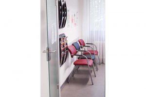 Wartezimmer der Hausarztpraxis Dr. Nopper.